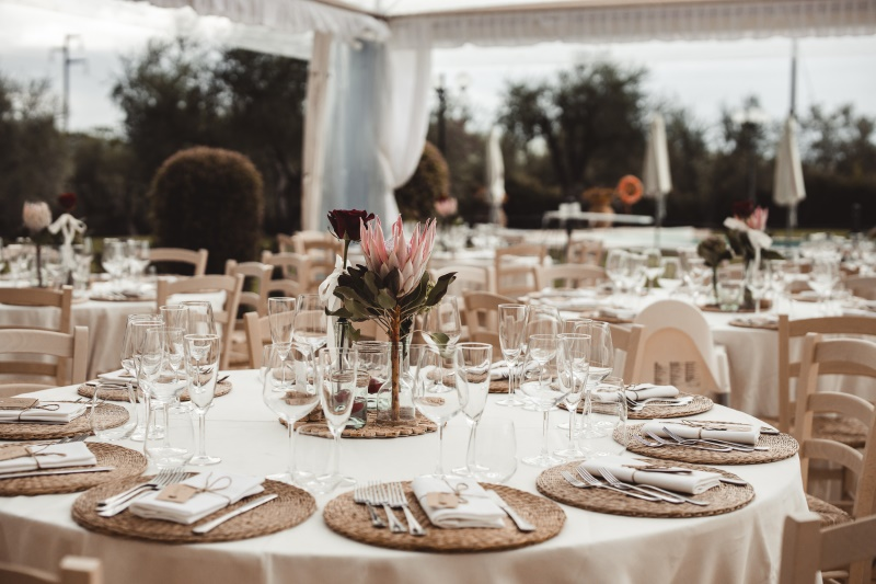 apparecchiatura rustica con protea - wedding planner siena