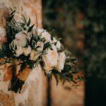 Bouquet sposa con ruscus, rosa ciprio, eriche bianche - wedding planner siena