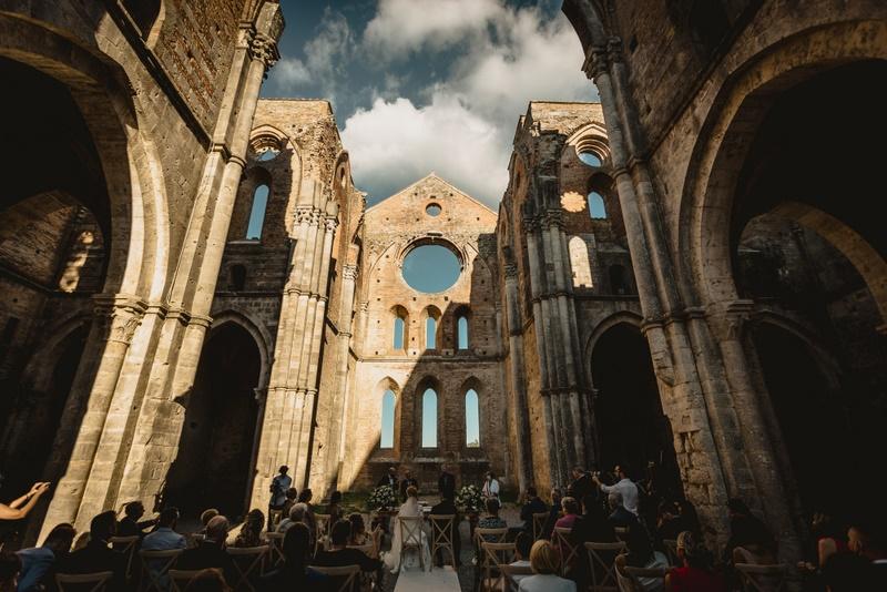 Matrimonio civile nell'abbazia di San Galgano - - organizzazione matrimoni siena