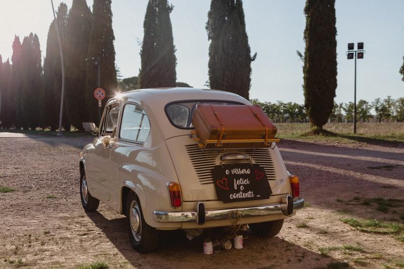 Macchina FIAT 600 vintage per gli sposi - - organizzazione matrimoni siena