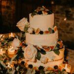 torta nuziale a più piani con fichi - - organizzazione matrimoni siena