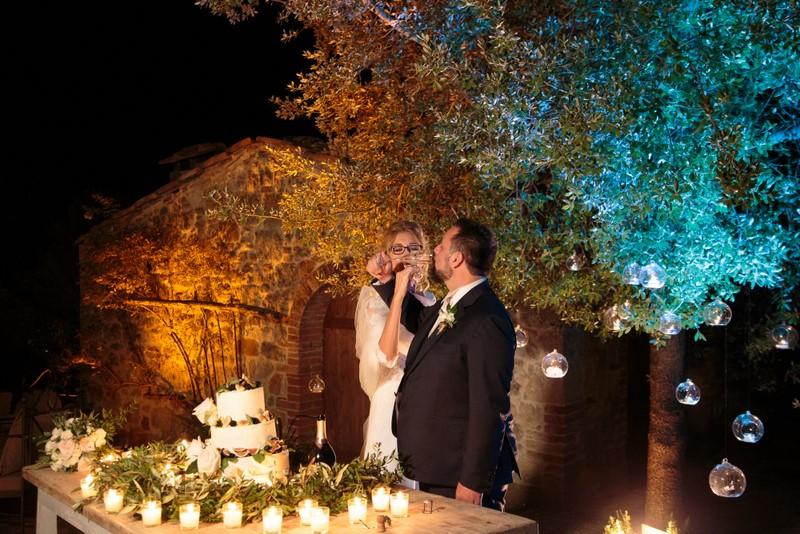 Taglio torta e brindisi sposi- - organizzazione matrimoni siena