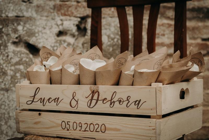 Coni di petali da lanciare agli sposi - organizzazione matrimoni siena