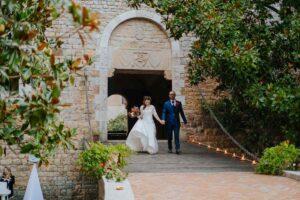 Arrivo degli sposi all'aperitivo | organizzatrice eventi Siena Toscana