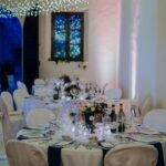 Allestimento zona cena nozze con lucine | organizzatrice eventi Siena Toscana